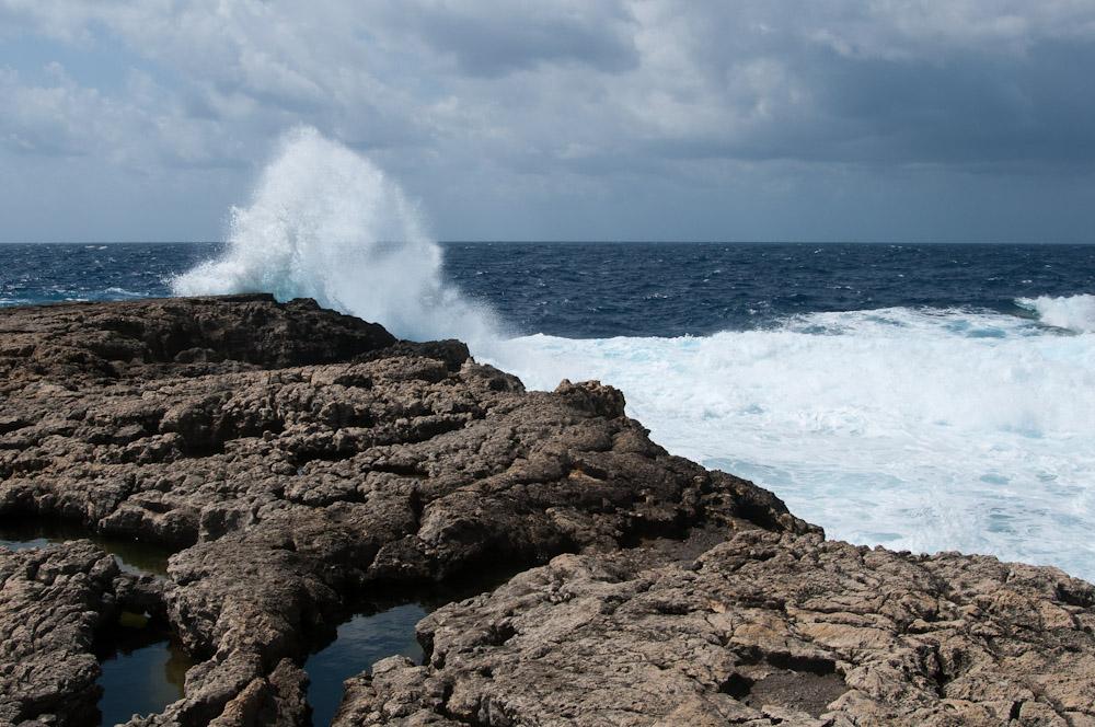 Gigantische Wellen an der Ramla Bay