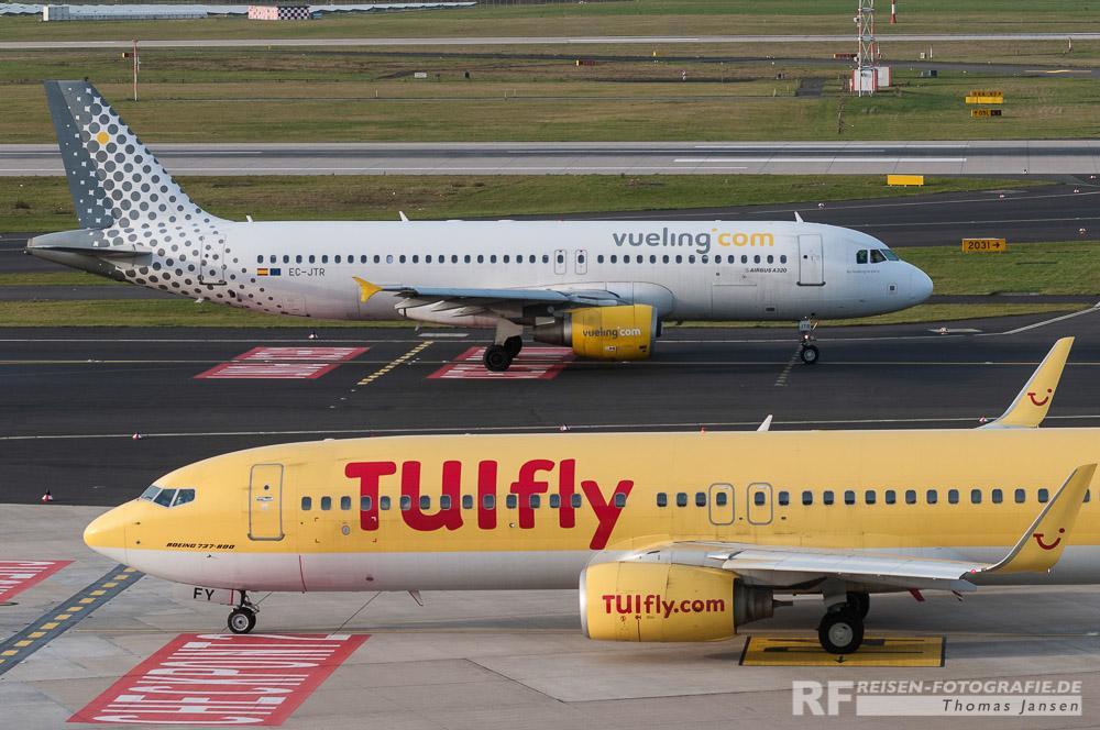 Bild 8: Düsseldorf - stehendes und rollendes Flugzeug