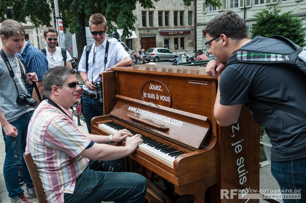 Klavier spielende Spotter in Genf...