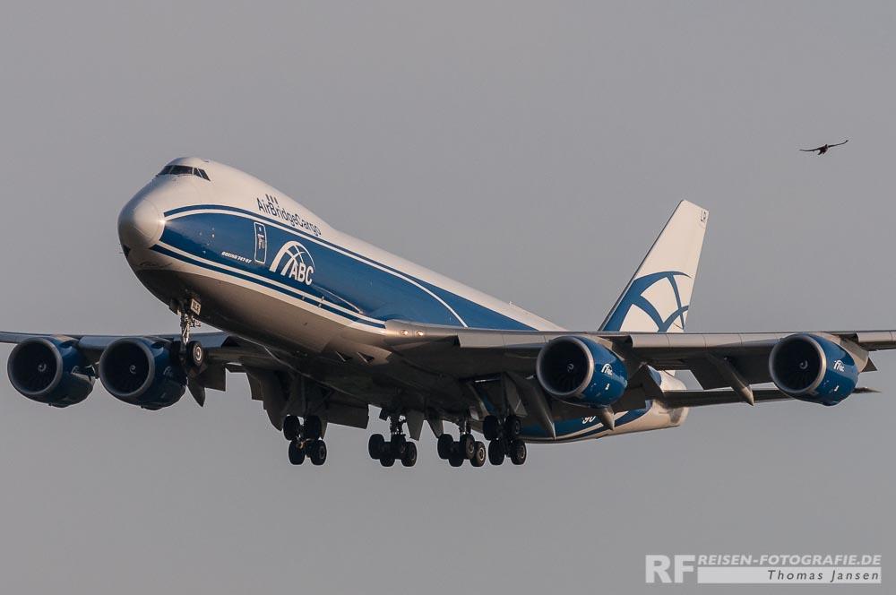 Air Bridge Cargo B747 im Landeanflug