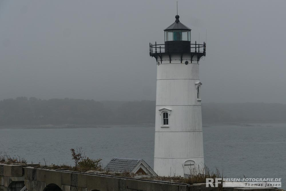 1. Leuchtturm der Fahrt - in feinsten Regen