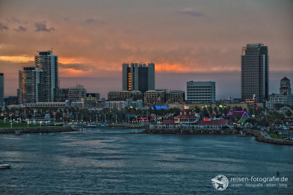 Aussicht auf Long Beach am Abend