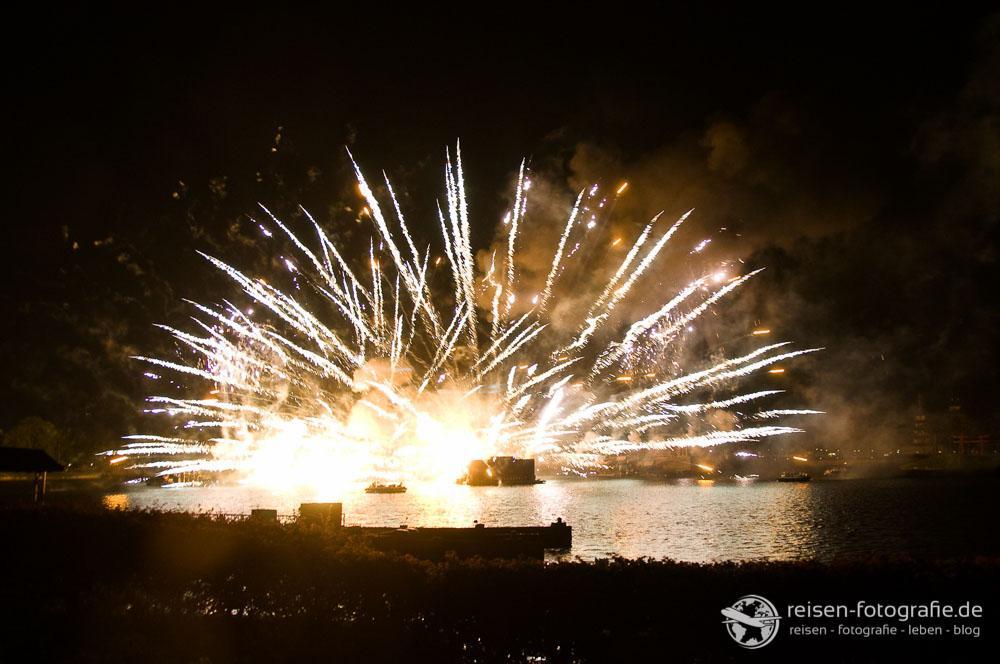 Feuerwerk auf dem See