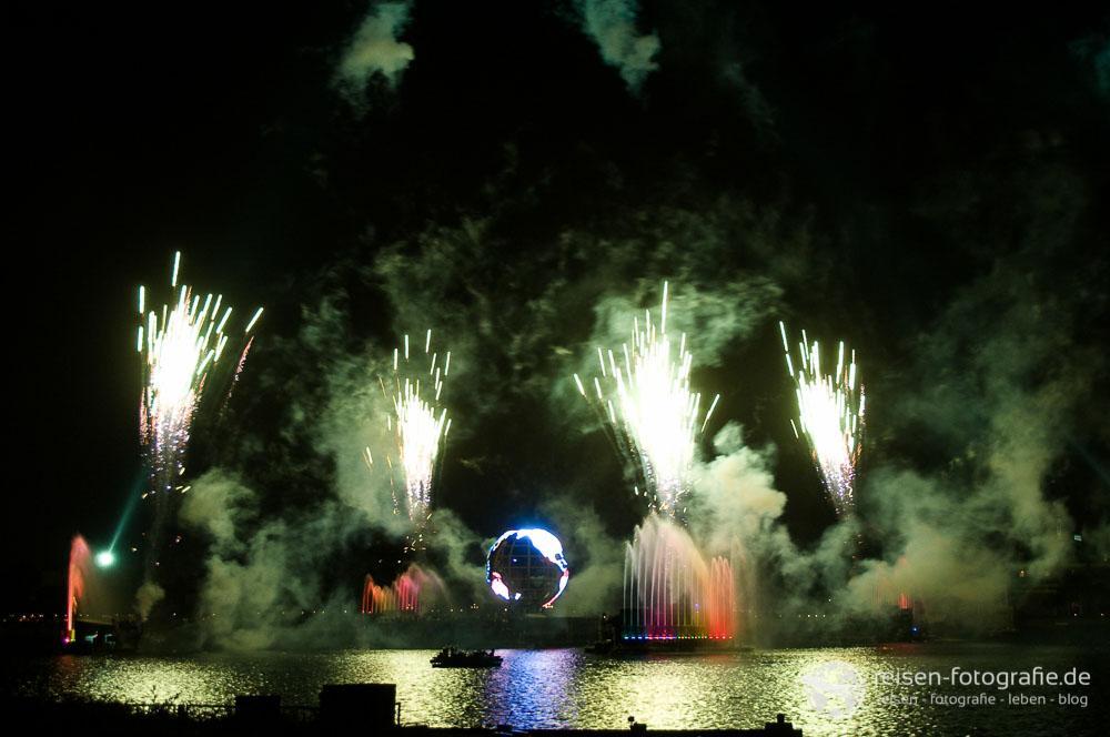 Lasershow und Feuerwerk auf dem See im Epcot Center