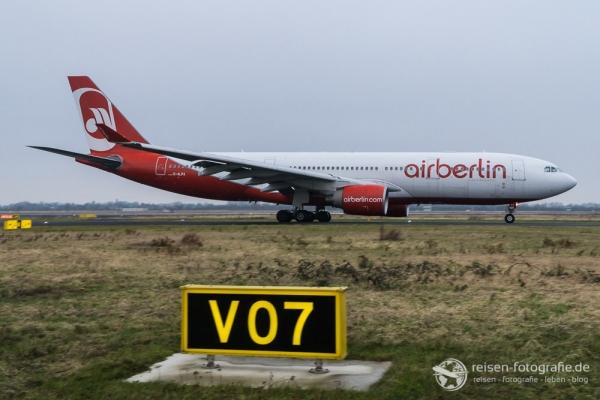 Air Berlin Airbus A330 auf dem Weg zum Start