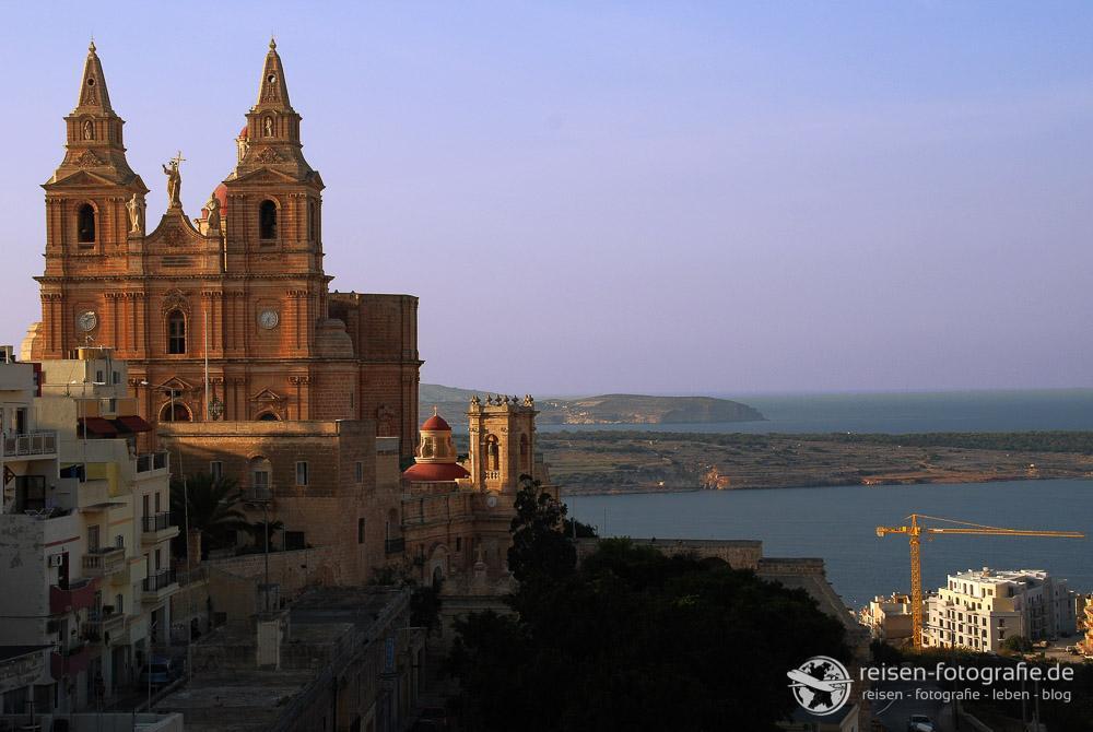 Blick von Mellieha auf die Il Bajja Bucht