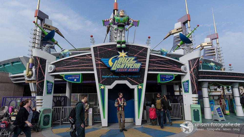 Eingang zur Buzz Lightyear Bahn