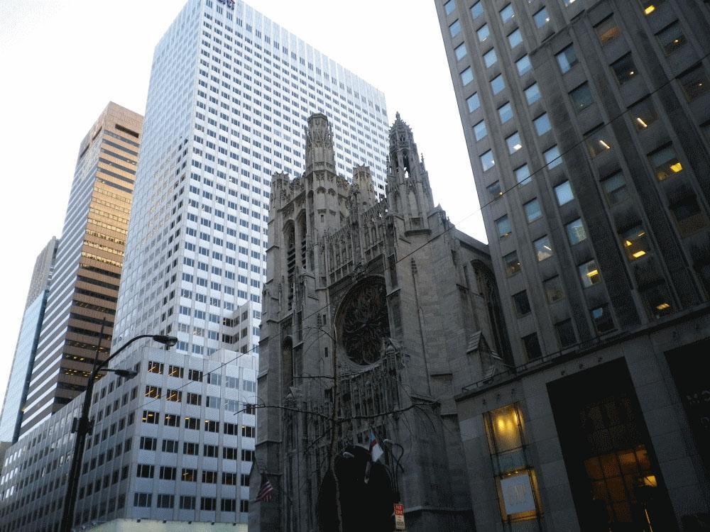 Kirche zwischen den Hochhäusern