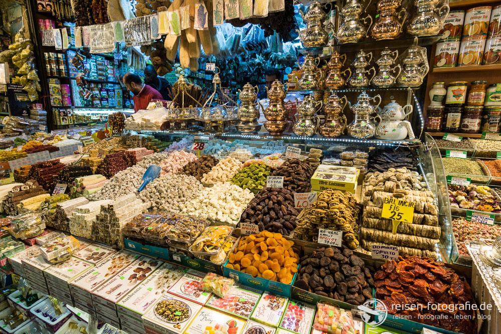 Gewürze und viele andere leckere Sachen im Ägyptischen Basar
