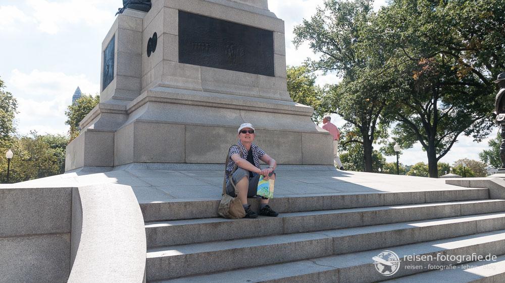 Pause an einem Denkmal in Washington D.C.