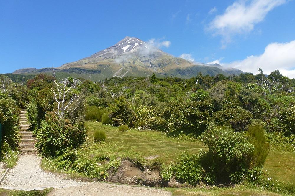 Am Mt Taranaki habe ich bei bestem Wetter eine wunderschöne Wanderung gemacht. Kaum war ich am Parkplatz zurück, zog es zu und der Berg war nicht mehr zu sehen.