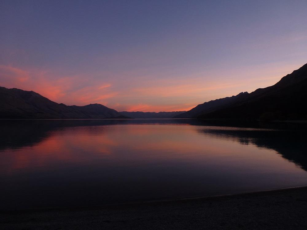Abendstimmung am Lake Wakatipu. Hier auf dem Campingplatz bei Kinnloch habe ich zwei wundervolle Nächte verbracht.