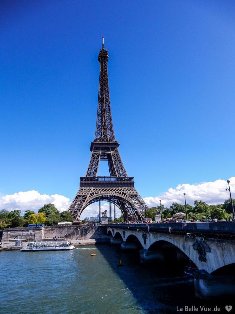 Der Eiffelturm und die Seine