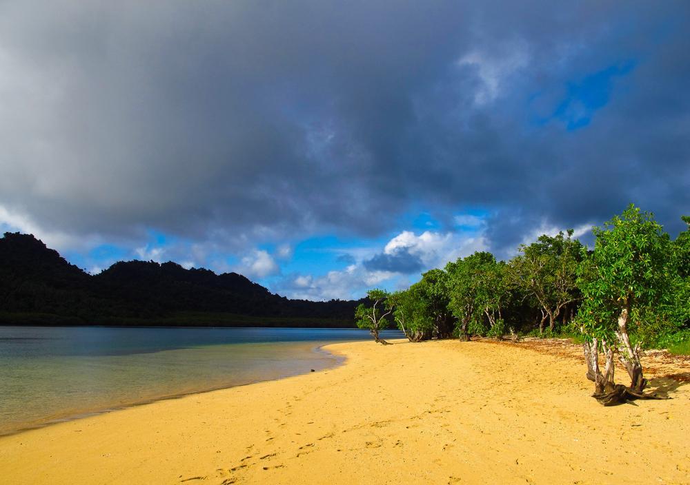 Verlassener Sandstrand – perfekt für ruhige Momente