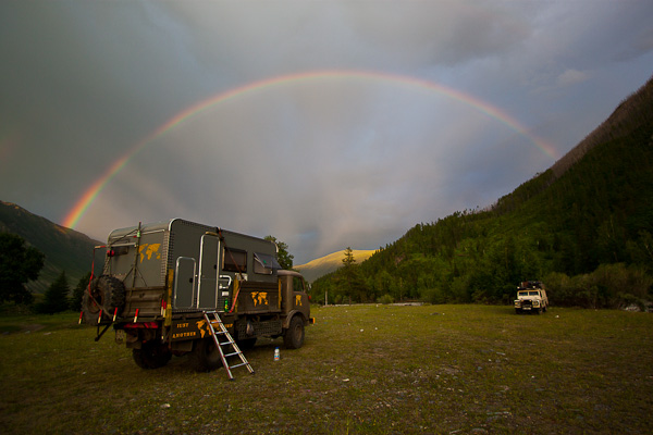 Regenbogen im Altai Gebirge