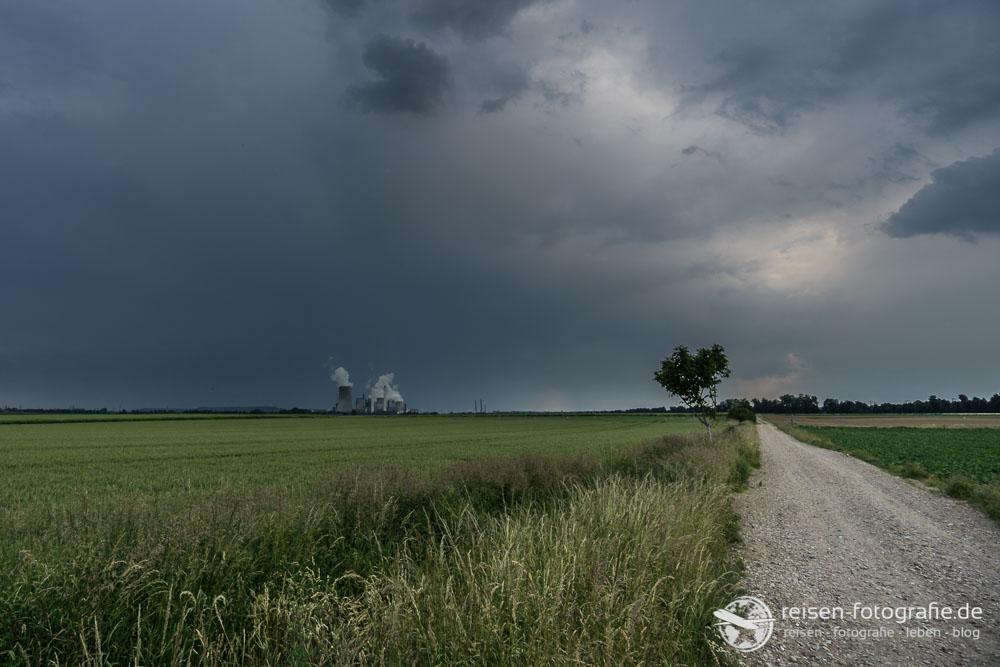 Kraftwerk Frimmersdorf im Gewitter
