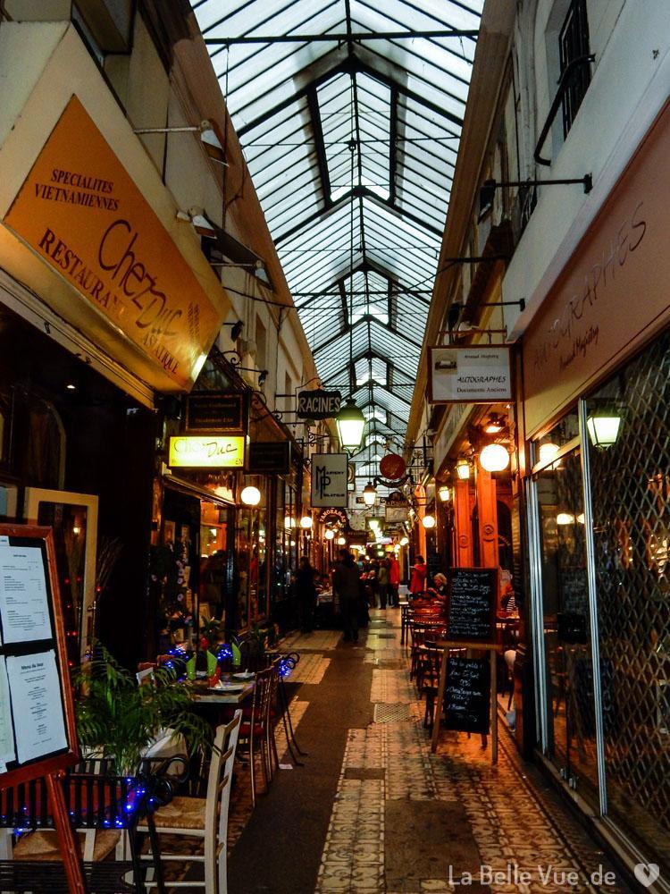 Gemütliche Passage in Paris
