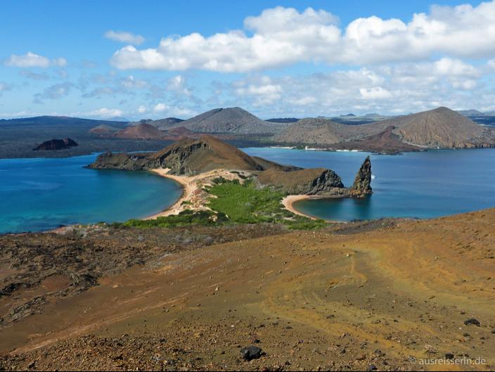 Ausblick auf den berühmten Pinnacle Rock auf der Galápagos-Insel Bartolomé