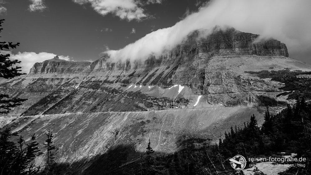 Wolken am Berg im Glacier National Park