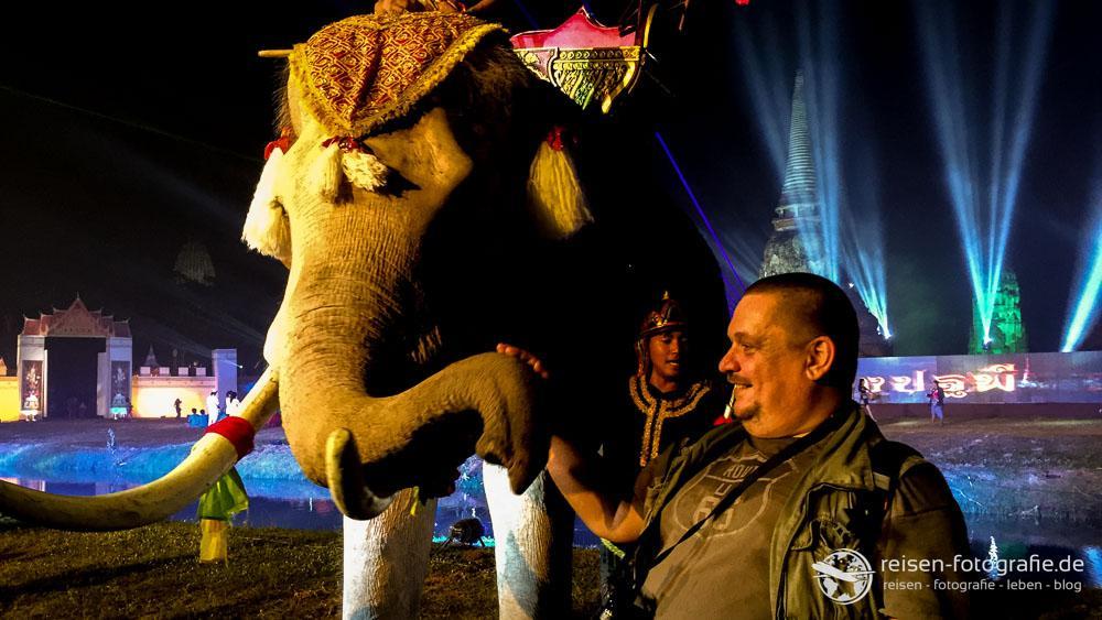 Allen Mut zusammen genommen - und Elefant gestreichelt