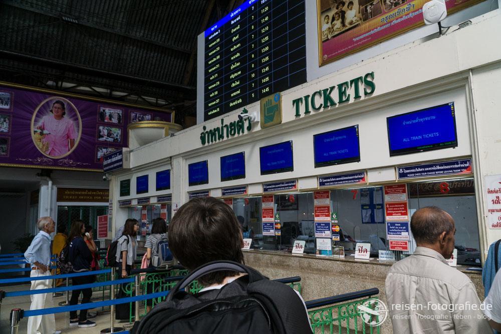 Ticketschalter im Bahnhof