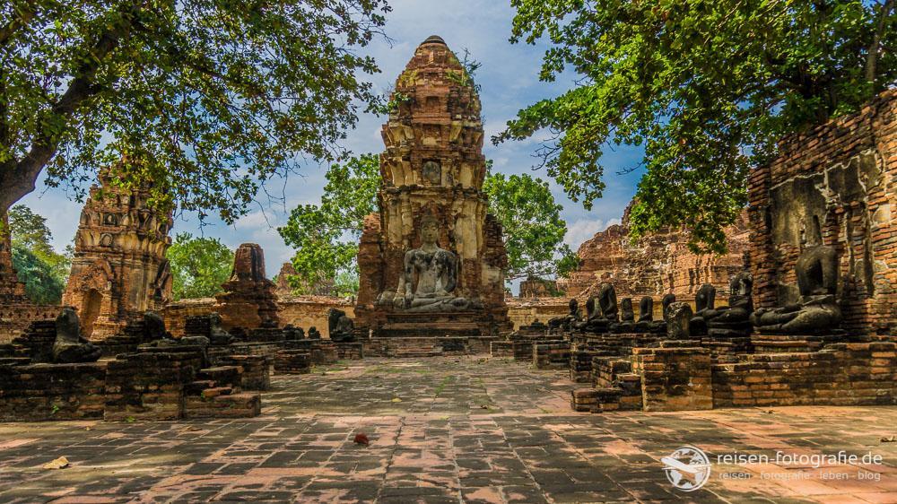 Prang und Buddhastatue, Wat Mahathat