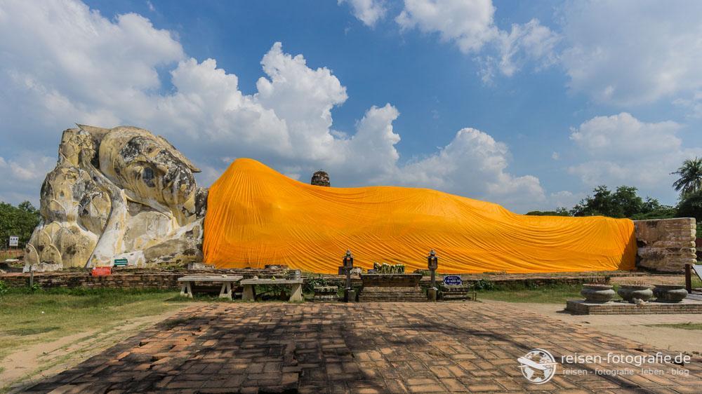 Liegender Buddha am Wat Lokayasutharam