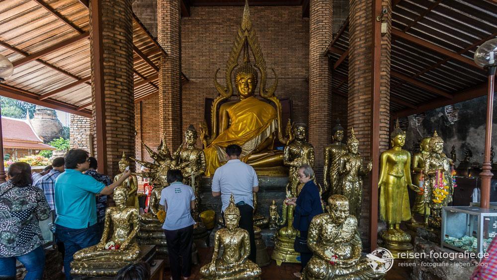 Im Tempel des Wat Yai Chai Mongkhol