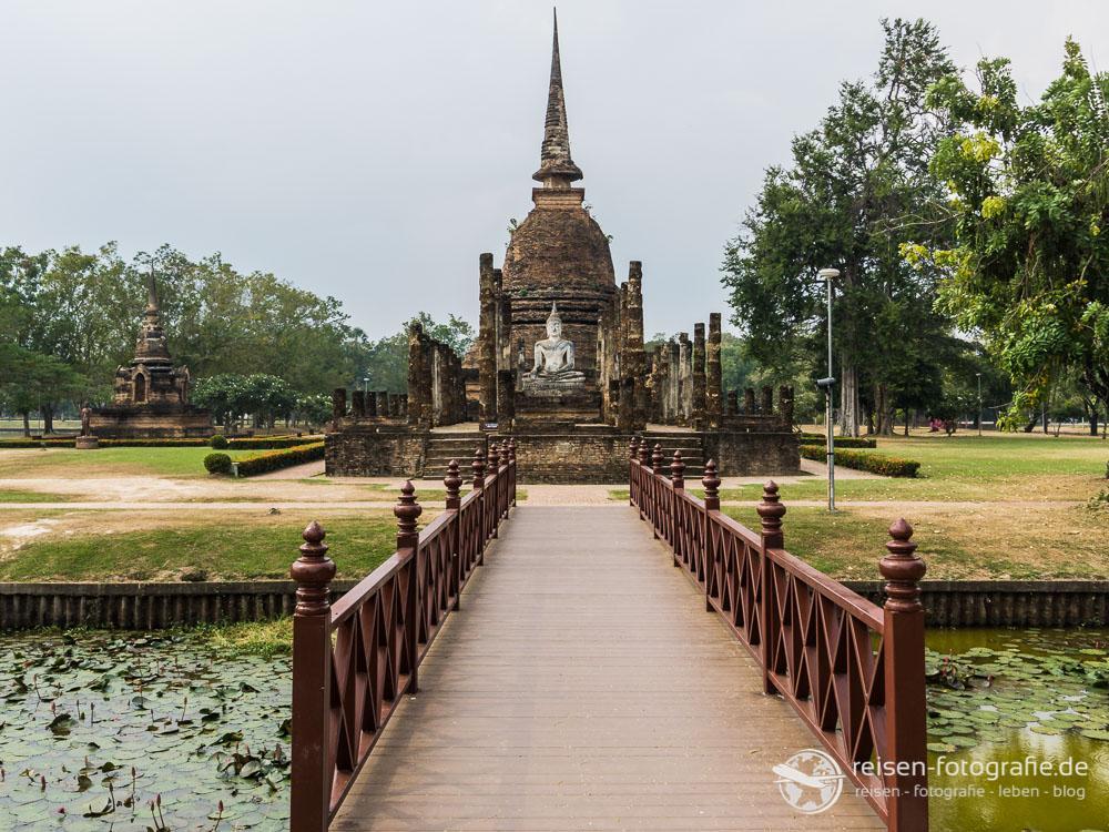 Über die Brücke nach Wat Sa Si