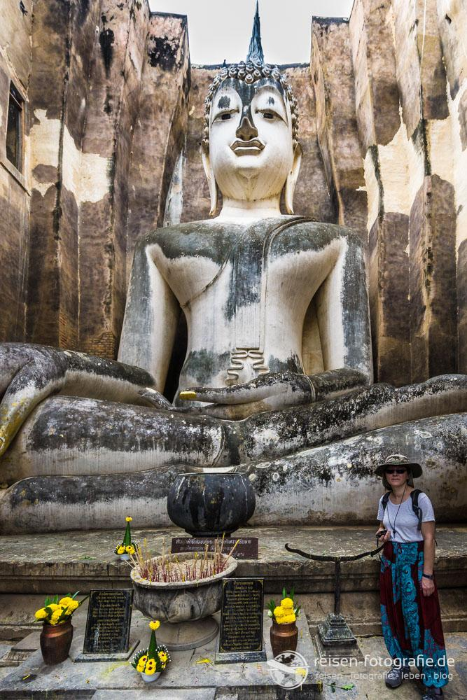 Riesige Statue im Wat Si Chum