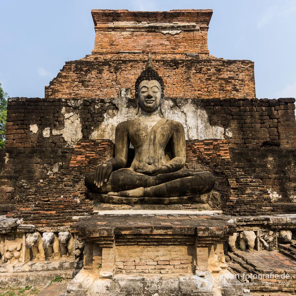 Statue im Wat Mahatat