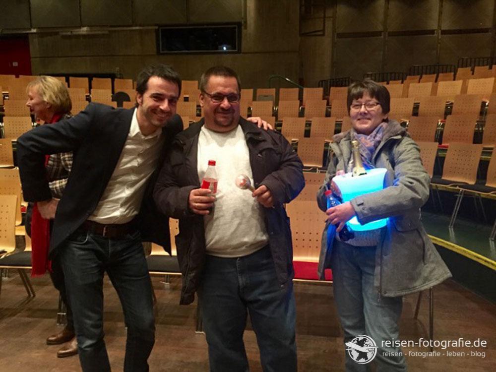 Moderator Alex, Melli und meine Wenigkeit - mit Zepter und dezent leuchtendem Sektkühler