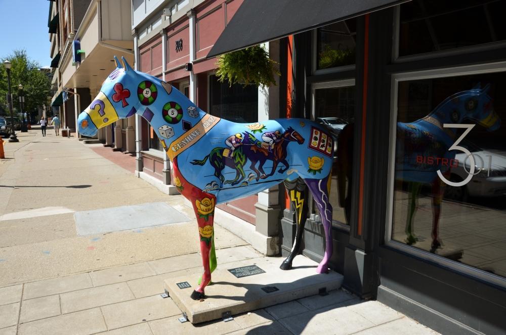 Die Pferdestauten, die man überall in ganz Louisville verteilt findet sind Teil des Kunstprojekts Gallopalooza