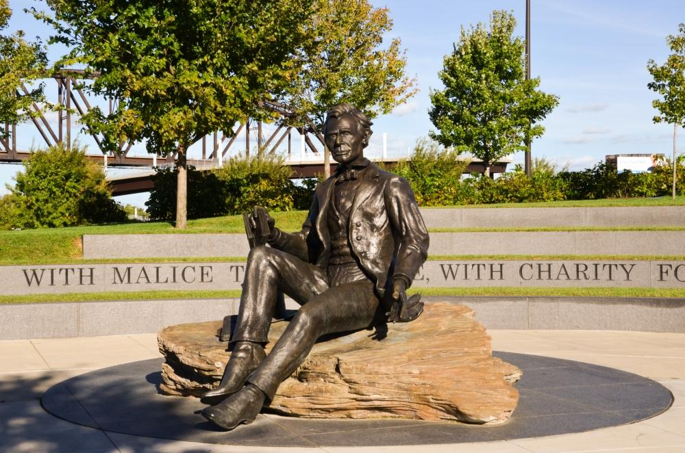 Im Waterfront Park in Louisville findet man diese Statue von Abraham Lincoln