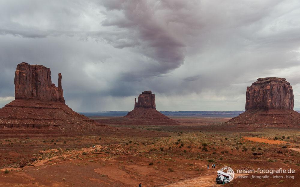 Für uns ein typischer Anblick des Monument Valleys