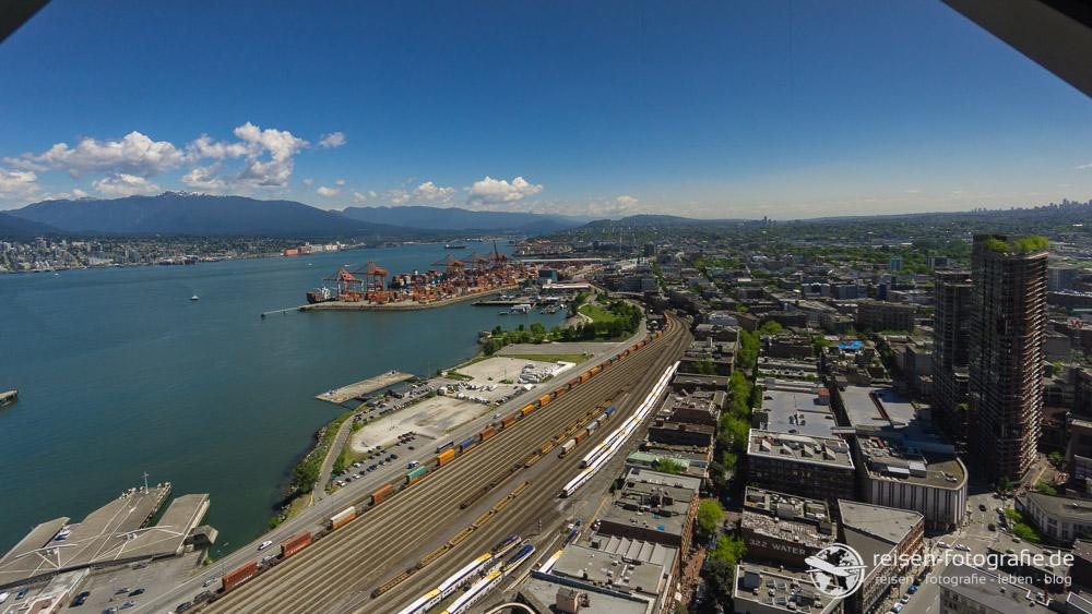 Blick auf den Hafen vom Harbour Center