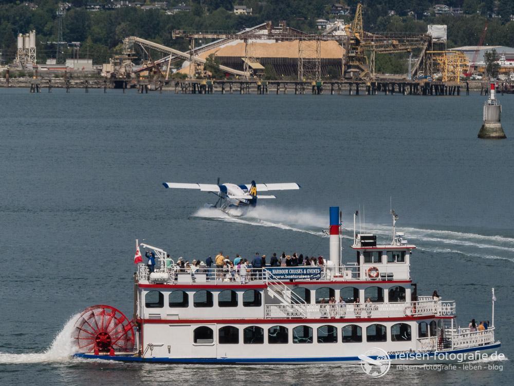 Boote, Flugzeuge - im Hafen ist richtig was los