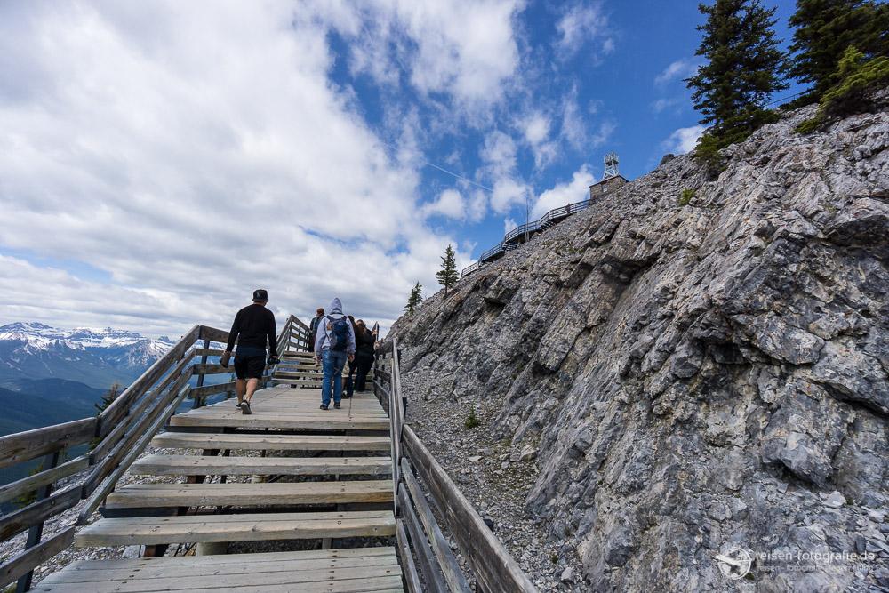 Aufstieg zur Sulphur Mountain Cosmic Ray Station
