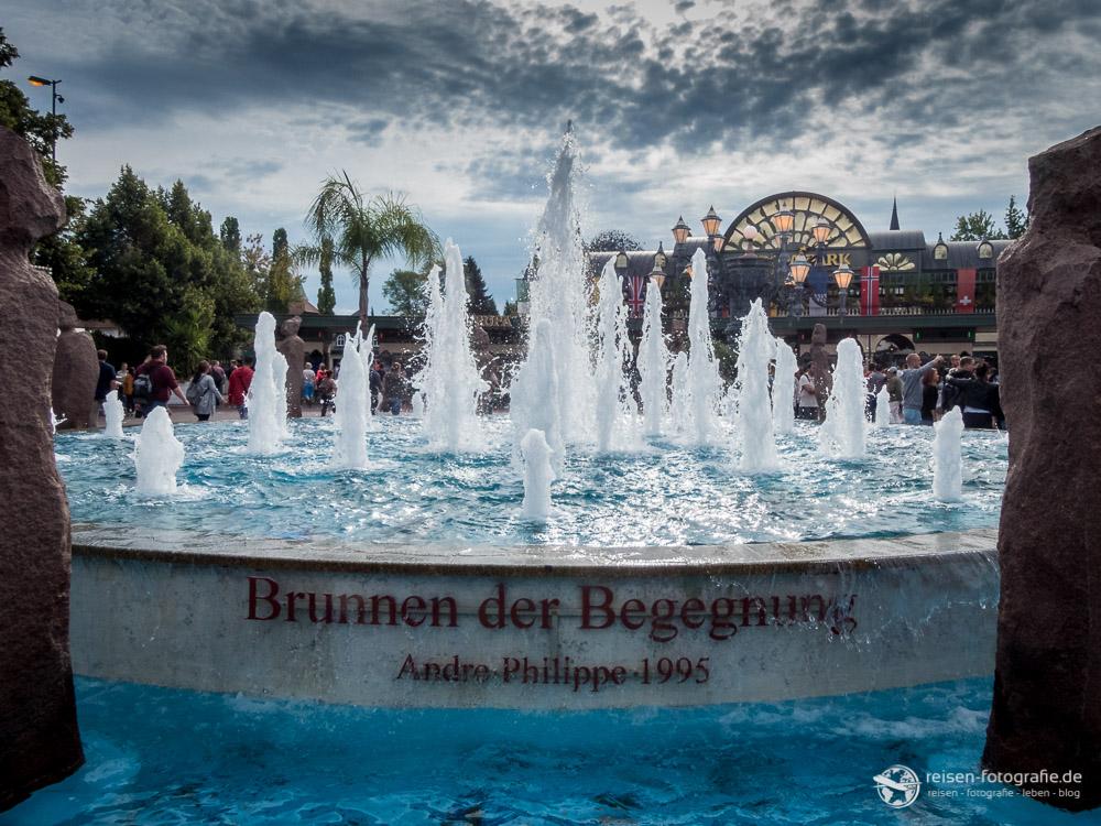 Brunnen der Begegnung vor dem Europa Park