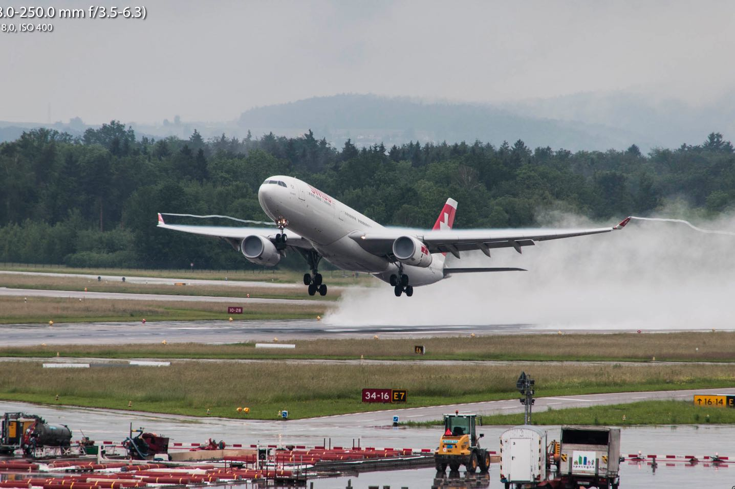 Start eines Swiss A330 in Zürich