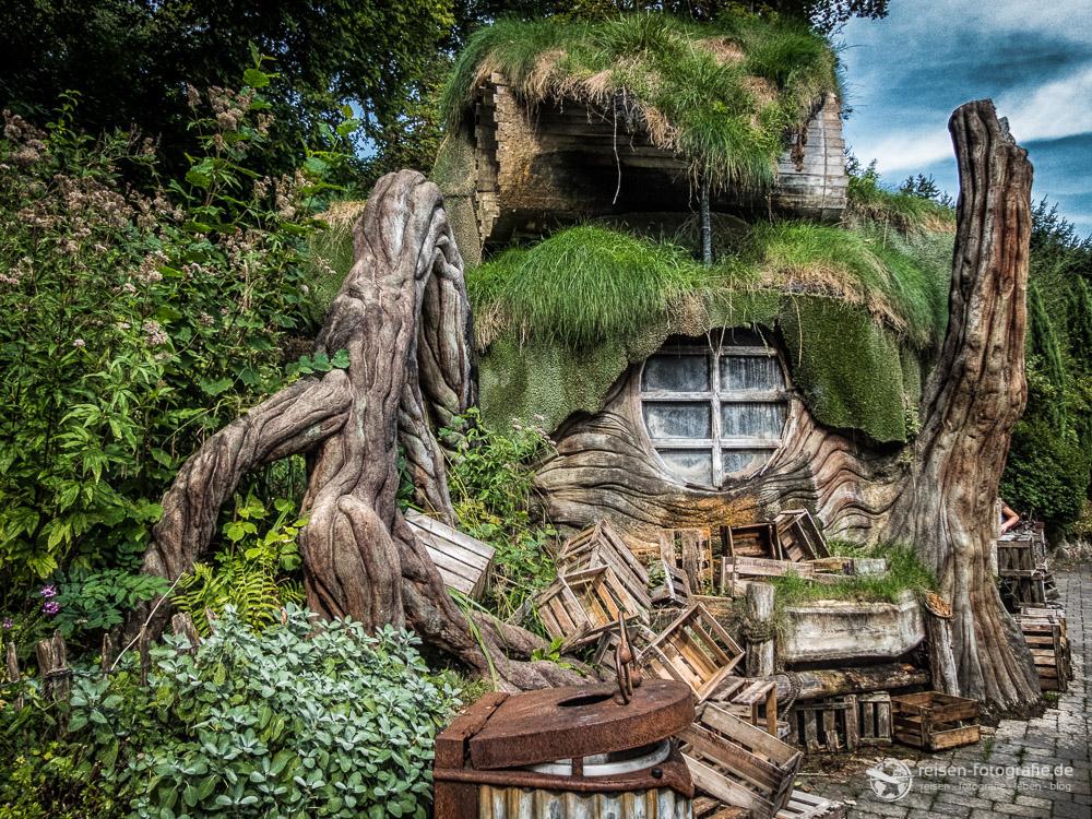 Süße Hütte in Mystery - selbst die Mülltonnen passen in die Szenerie