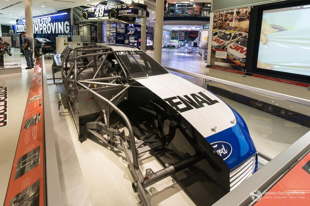Aufbau eines Nascar Rennwagens