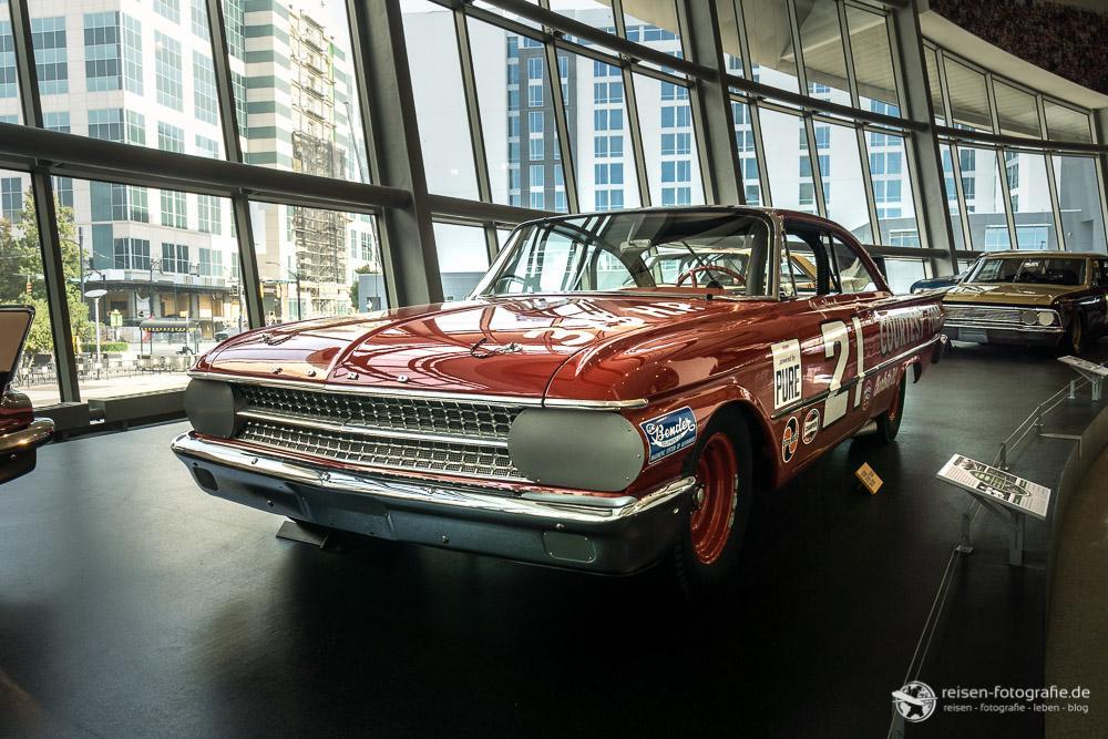 1951 Ford Starliner