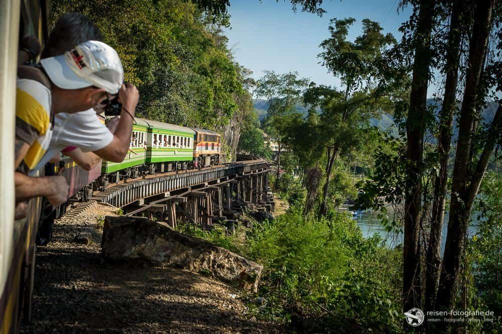 Mit dem Zug am River Kwai entlang
