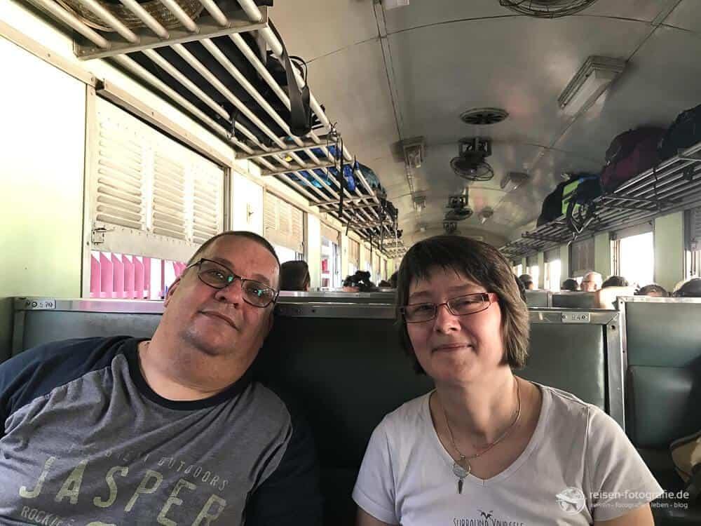 Im Zug nach Kanchanaburi