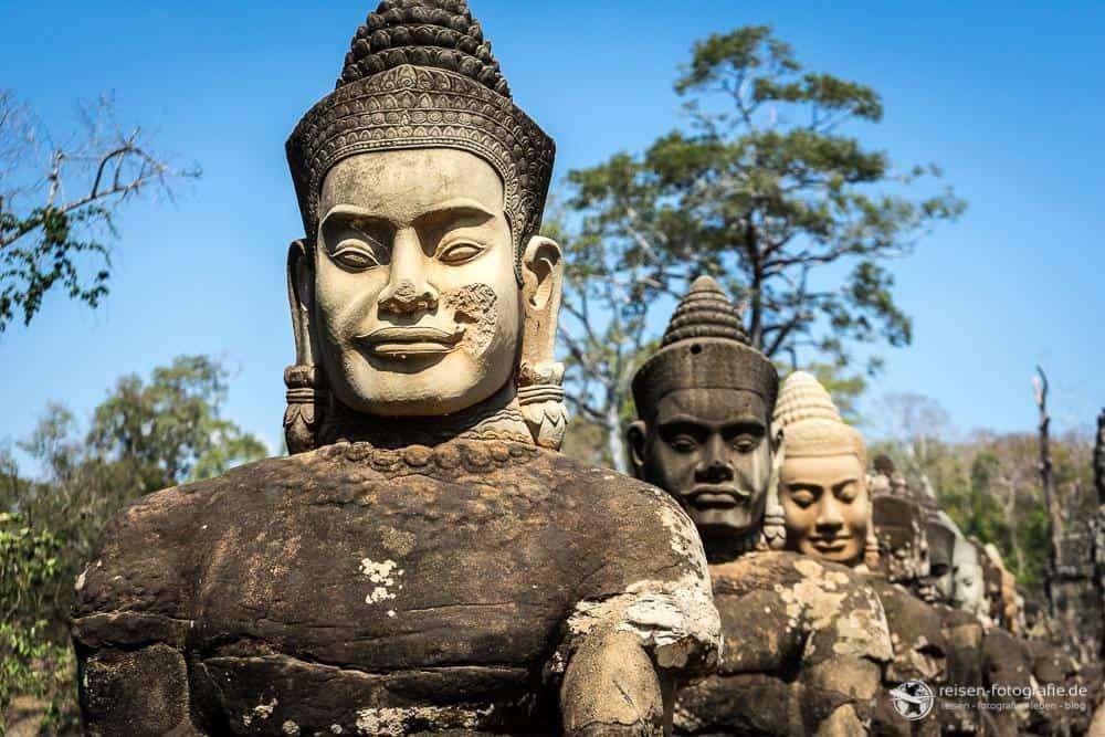 Statuen in Angkor Wat