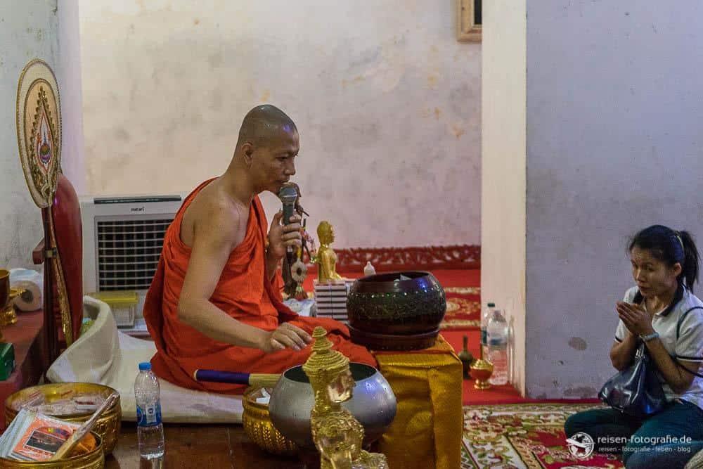 Mönch im Wat Thammikarat