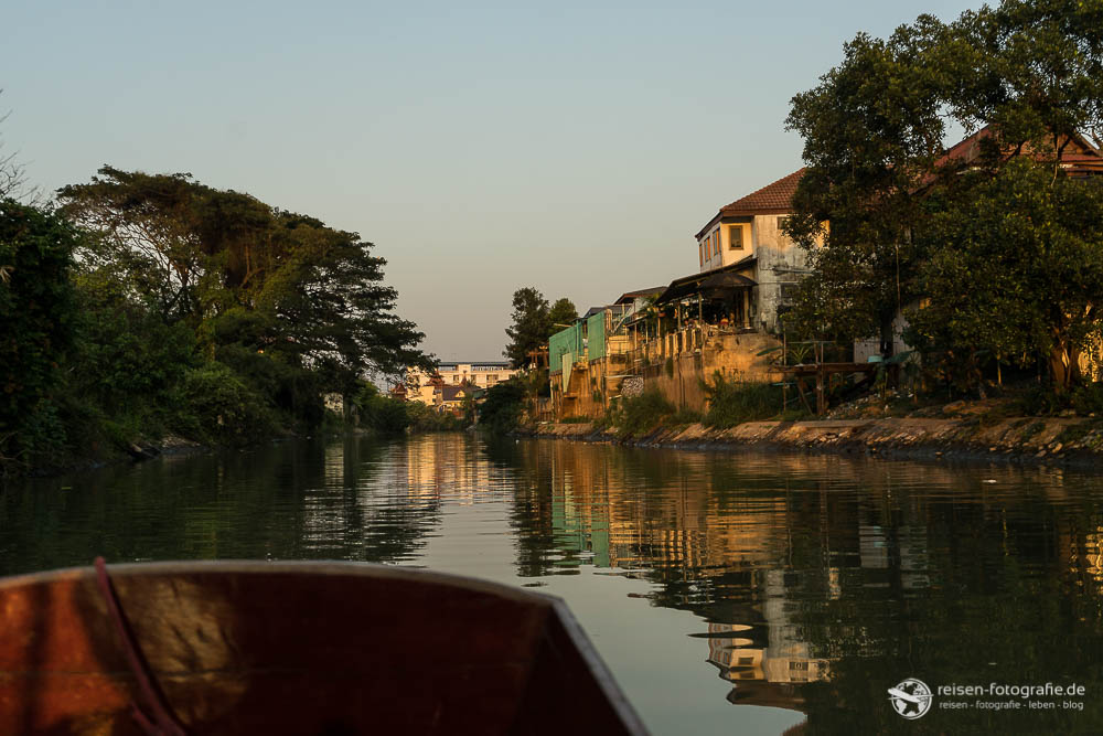 Abendliche Bootsfahrt in Ayutthaya