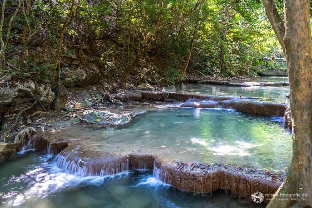 Kleine Wasserfälle und Wasserbecken