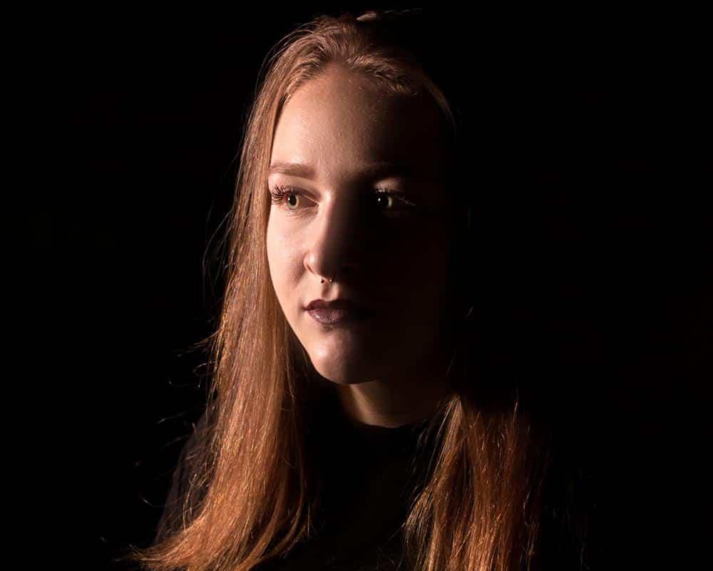 Marie Lü Portrait Dunkel